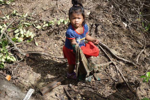 Even the smallest residents of Ta-Sanook involved themselves in the clean-up.