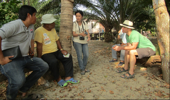 Informal exchange of information with Bang Non Mee Lam, local conservation leader of Klang Island, Krabi.